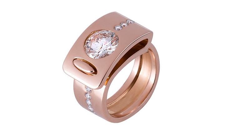La bague 5 en or rouge et diamants est une bague moderne et originale. C'est une création de bijou de la joaillière Annette Girardon, installée à Paris, à deux pas de la place Vendôme.