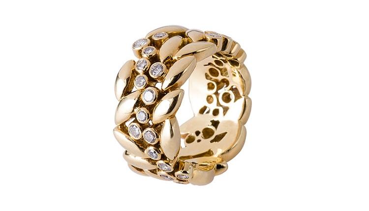 Magnifique bague de joaillerie parisienne en or jaune, sertie de diamant, inspirée de la nature, avec des feuille en or, disposées en forme de couronne.