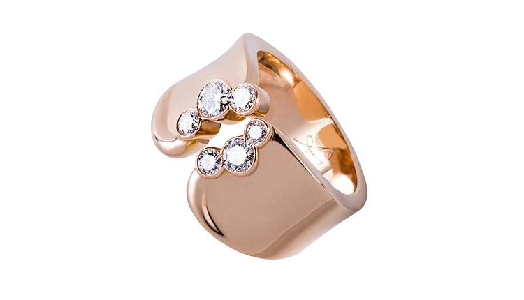 Bague en or rose avec diamants, faites main et fabriquée à Paris par des artisans joailliers selon la tradition de la joaillerie française. Joaillier créateur: Annette Girardon