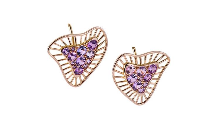 Ces boucles d'oreilles de forme organique, très design et contemporaines sont signées par Annette Girardon, la joaillière, spécialiste du bijou sur mesure, près de la place Vendôme.