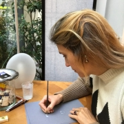 L'artisan joaillier paris, Annette Girardon, spécialiste de la création de bijoux sur-mesure, est en train de dessiner un bijou crée sur-mesure,à deux pas de la place Vendôme dans son atelier à Paris.