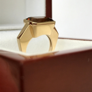 This ring is the result of a transformation by a Paris jeweller. The topaz, recovered from an old jewel, was mounted into a contemporary design ring. The gold will be recycled.