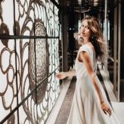 Shooting pour présenter des bijoux de la mariée, à l'hôtel Lutetia: bagues de fiançailles, boucles d'oreille, colliers et pendentifs.