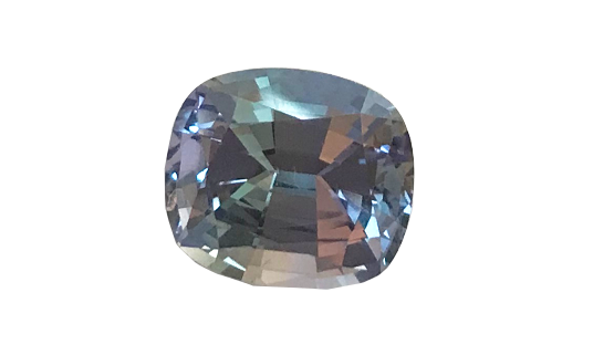 Tanzanite of jewelry quality, is a stone as beautiful as a precious stone. We meet this fine stone regularly in my creations of rings, pendants, earrings.