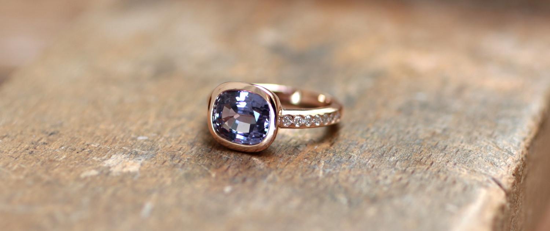 Bague lavande, une création de bijoux sur-mesure avec spinnelle et diamants sur or rose, fabriquée à Paris.