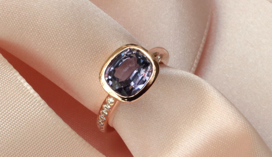 Wedding ring with spinnell and diamonds on rose gold