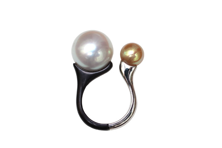 Contemporary designer pearl ring in white and black gold, by Annette Girardon.