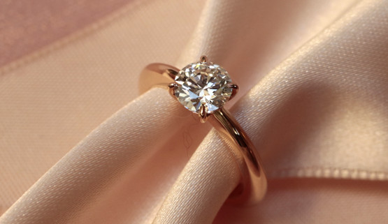 Solitaire engagement ring in rosegold with a 0.7 carat diamond. This ring was custom made in Paris by the jewellery designer Annette Girardon.