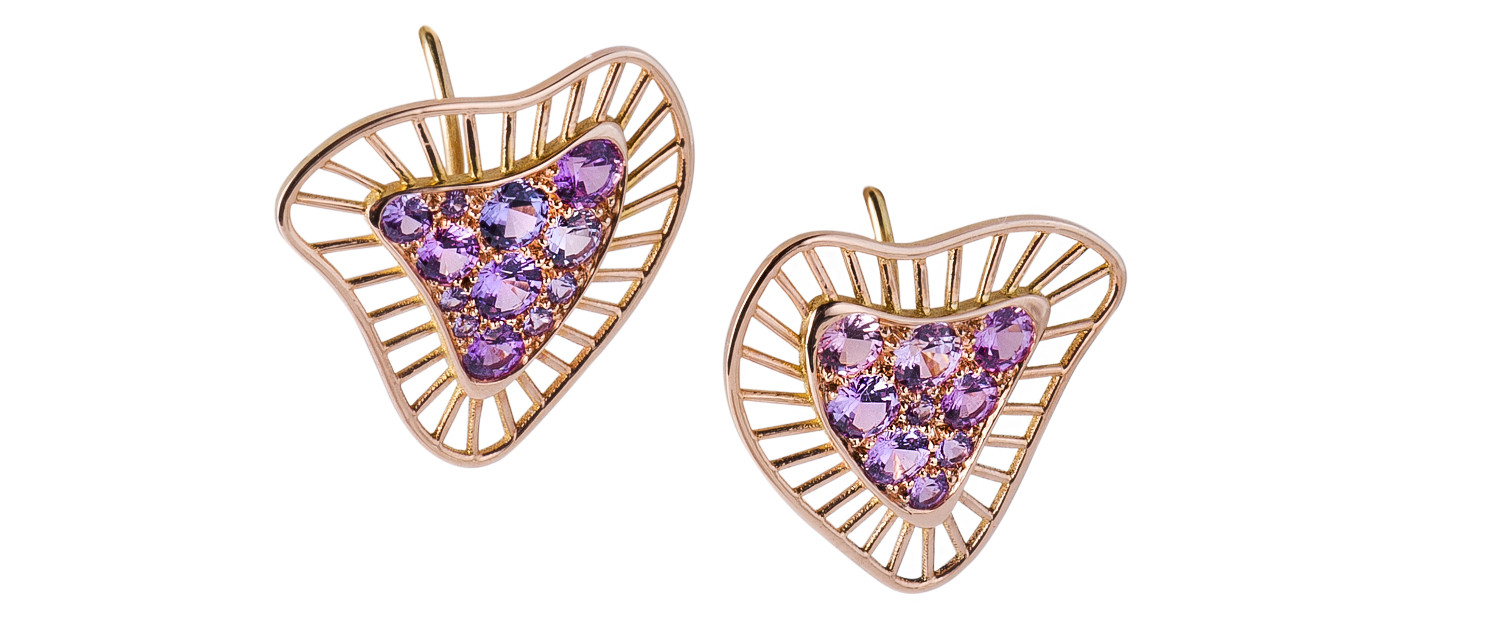 Modern triangular design earrings in red gold and purple sapphires.